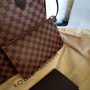 Louis Vuitton Clutch Damier Ebene MM